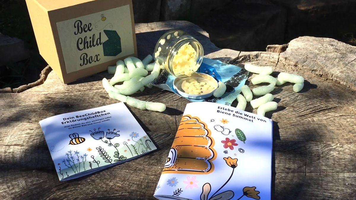 Die BeeChildBox mit Erklärbüchern und Bienenwachs.