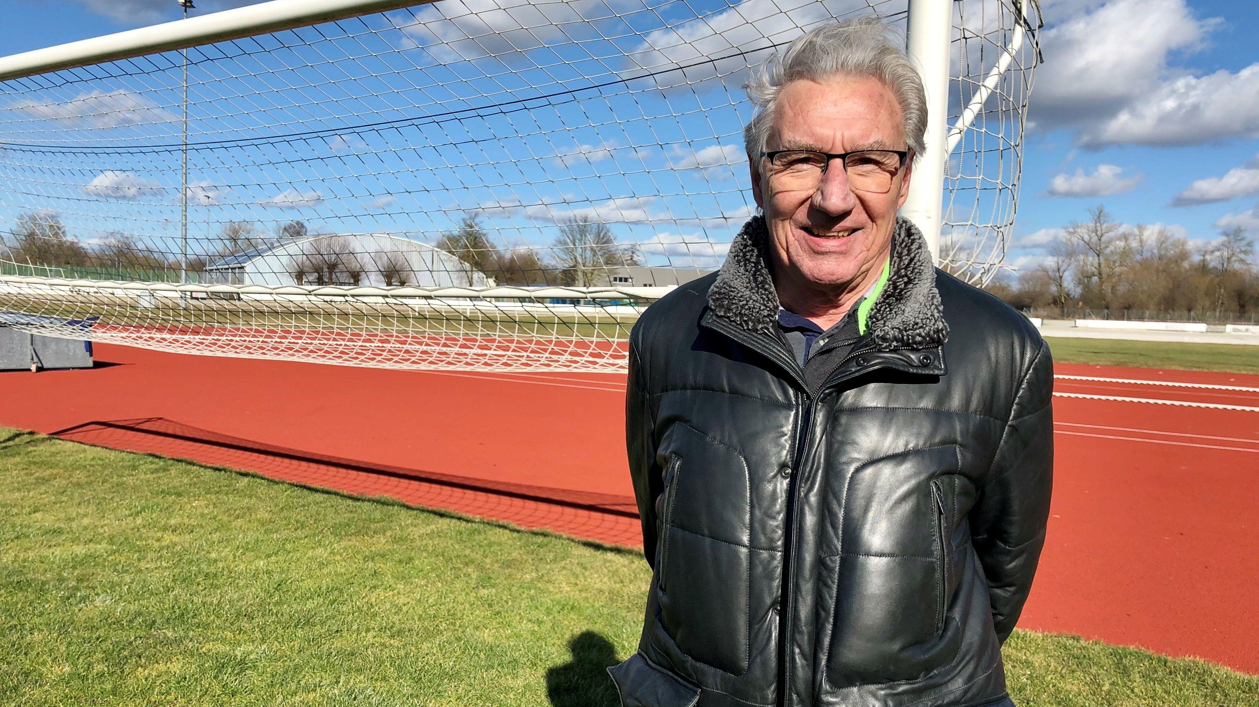 Das Bild zeigt Hermann Stiegler im Dingolfinger Isar-Wald-Stadion.