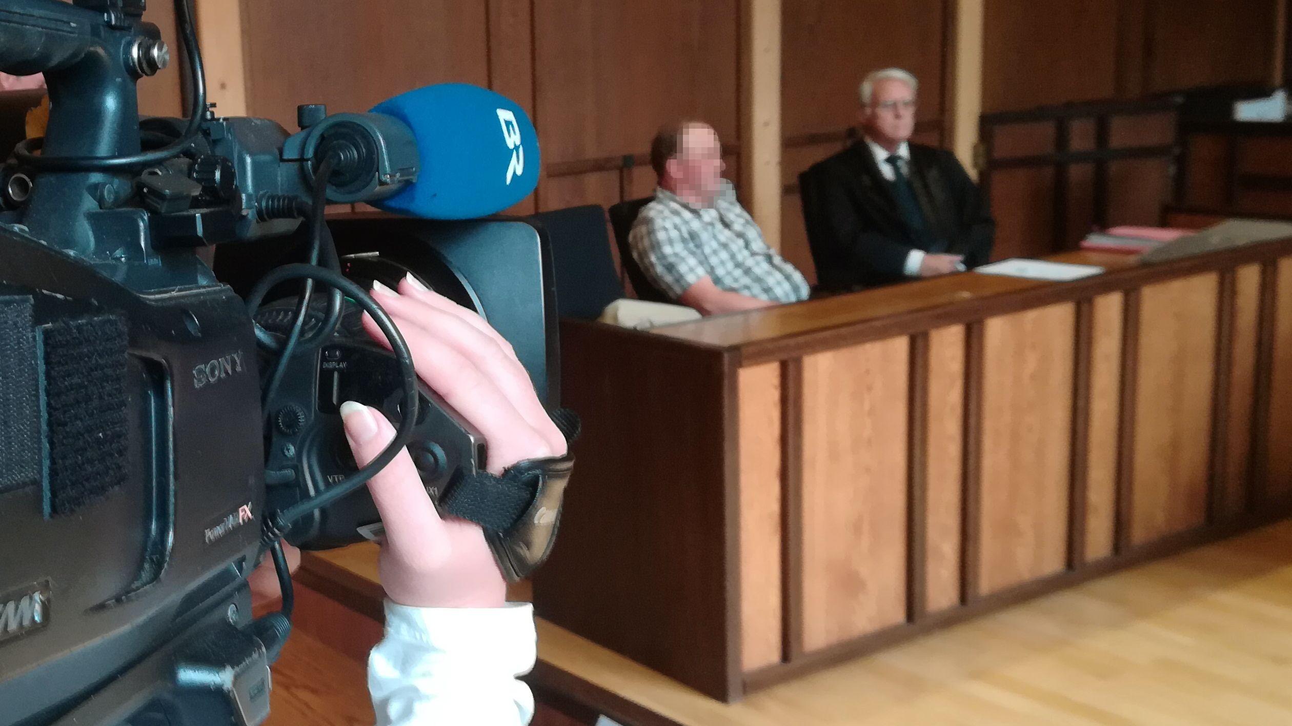 Im September wurde der Landwirt (li.) vom Amtsgericht Cham verurteilt. Jetzt kommt es zum Berufungsprozess.