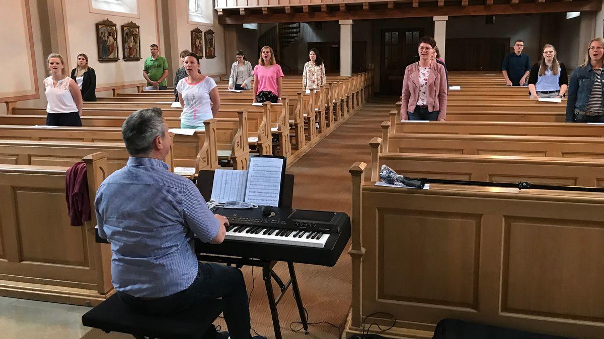 Proben mit Abstand: Der Kirchenchor der Diözese Passau darf wieder singen