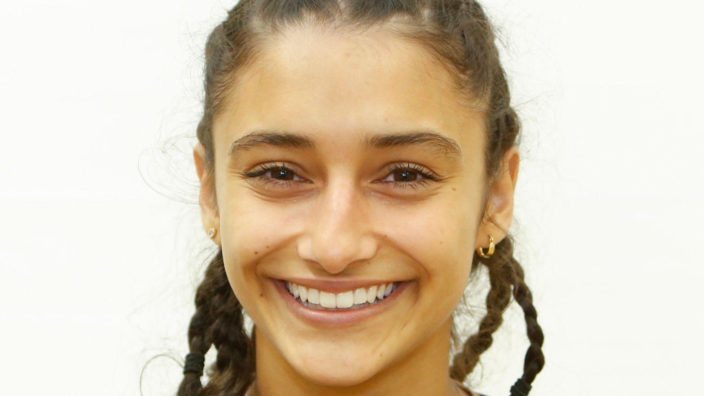 Die 17 Jahre alte Benigna Munsi besucht das Labenwolf-Gymnasium Nürnberg. Hobbys: Theaterspielen, Singen, Oboe spielen.