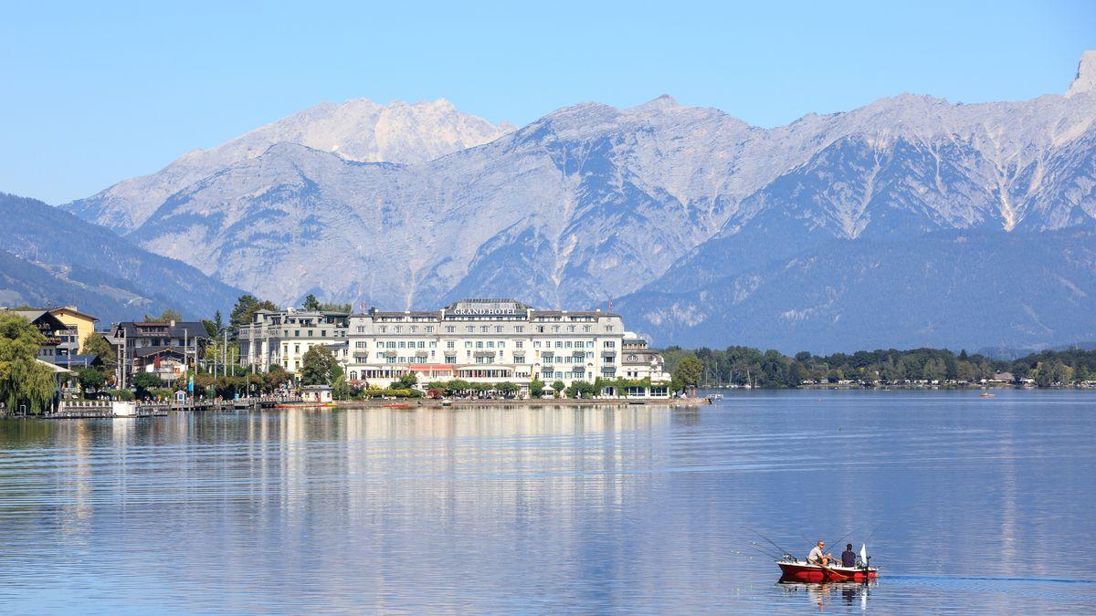 Blick auf ein Hotel in Zell am See