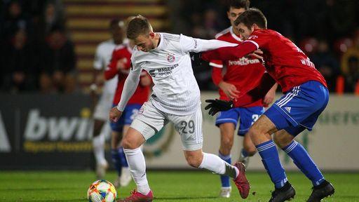 Timo Kern (FC Bayern Muenchen II) und Alexander Winkler (SpVgg Unterhaching)