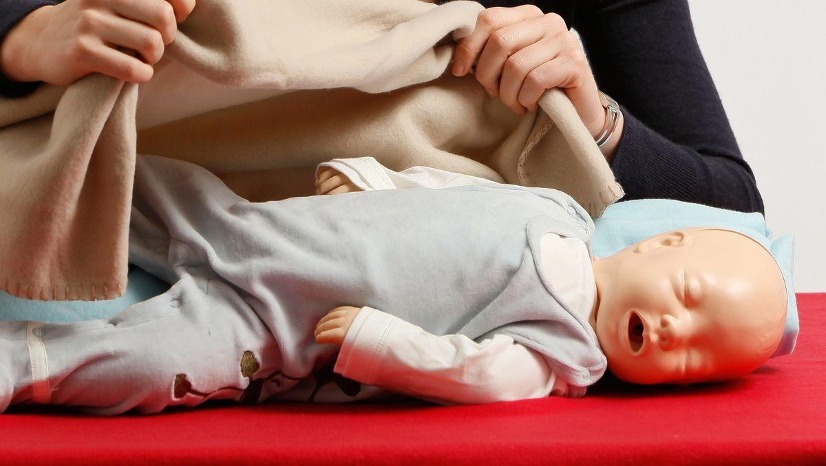 Übung: Erste Hilfe am Kleinkind (Symbolbild)