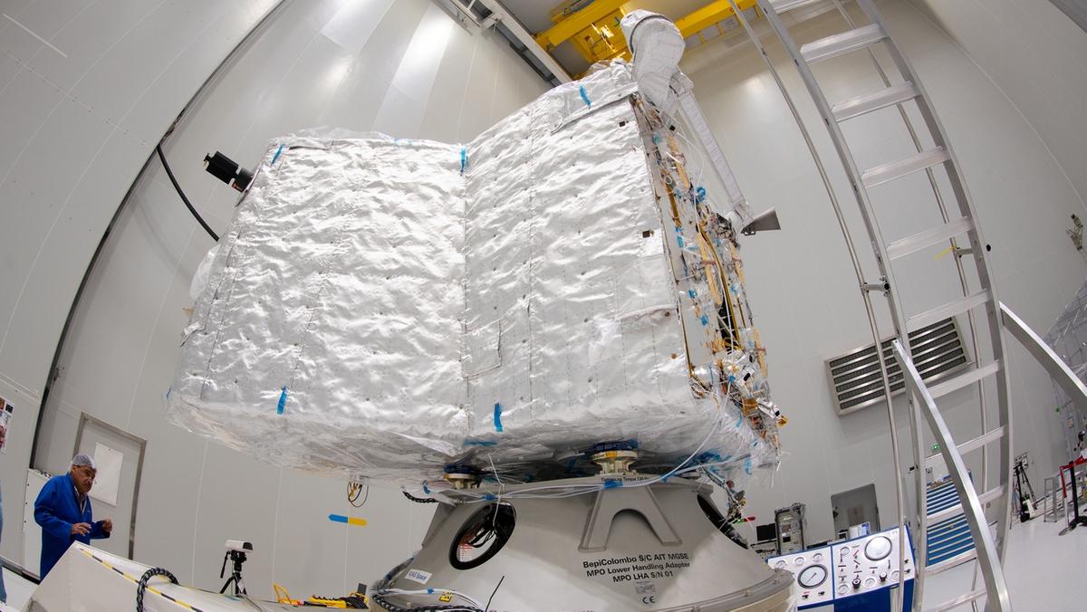 """BepiColombo: Mercury Planetary Orbiter (MPO) genannt """"Bepi"""" der ESA wird auf dem Europäischen Weltraumbahnhof Korou für den Start vorbereitet."""