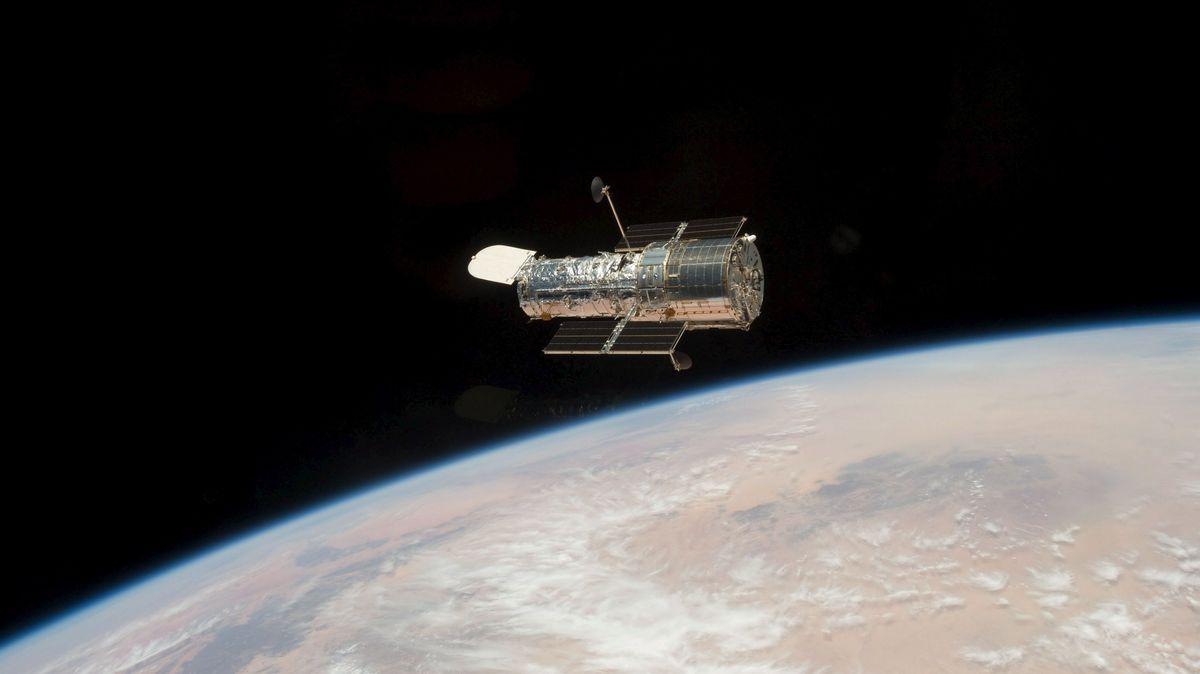 Das Hubble-Weltraumteleskop umrundet seit April 1990 die Erde und sorgt immer wieder für spektakuläre Aufnahmen aus dem All.