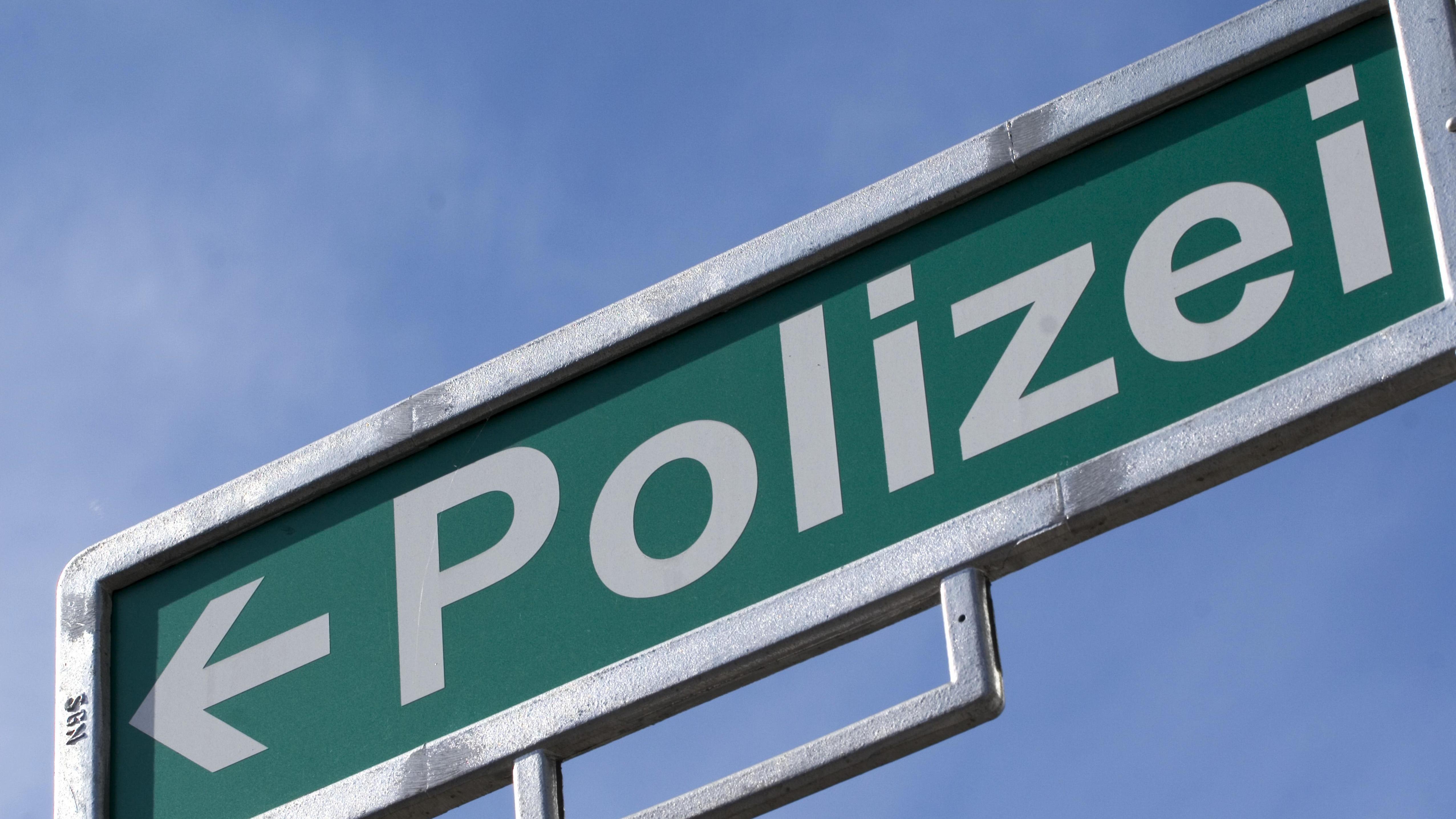 Symbolbild: Polizeischild