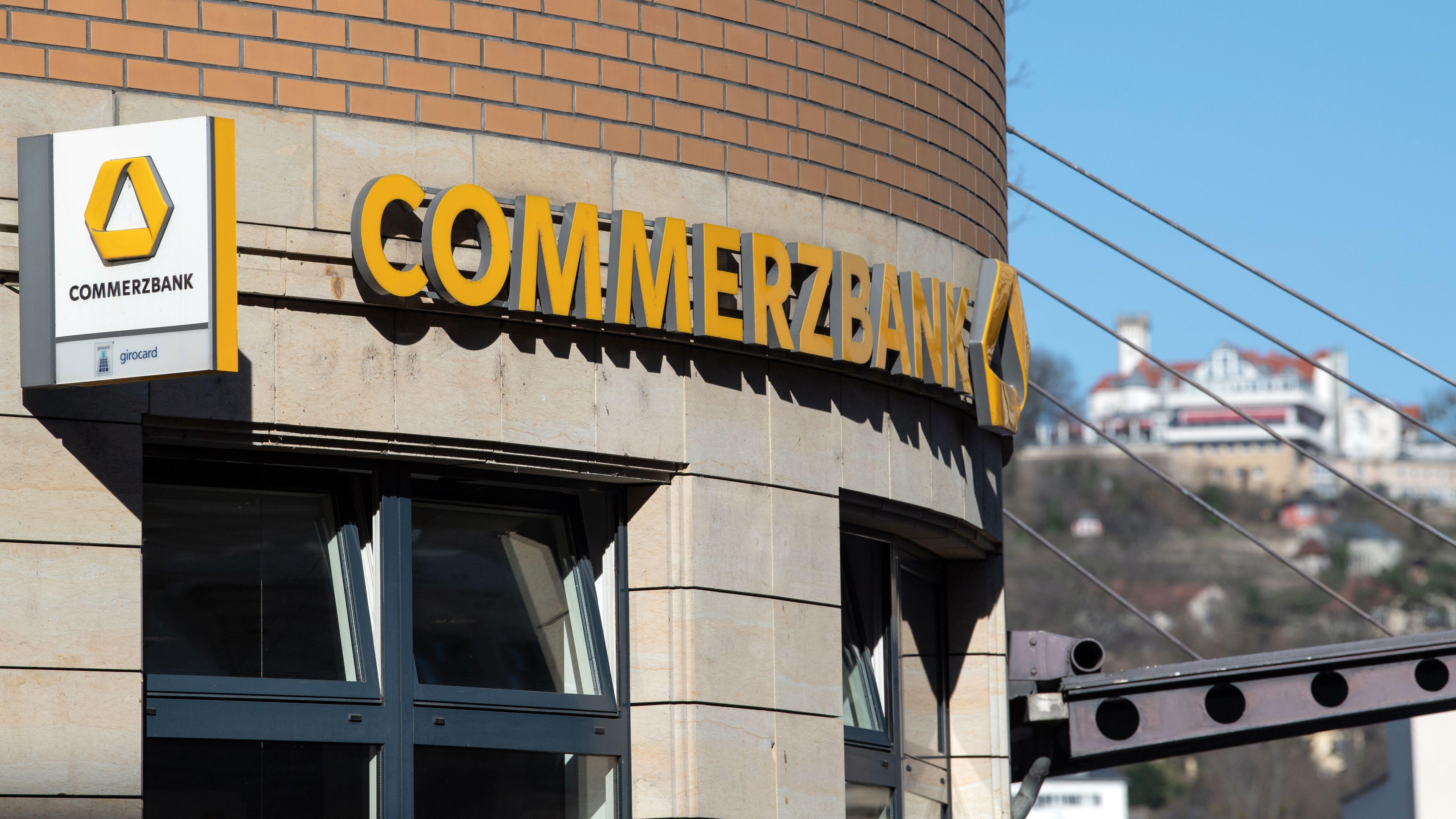 Filiale der Commerzbank von außen.