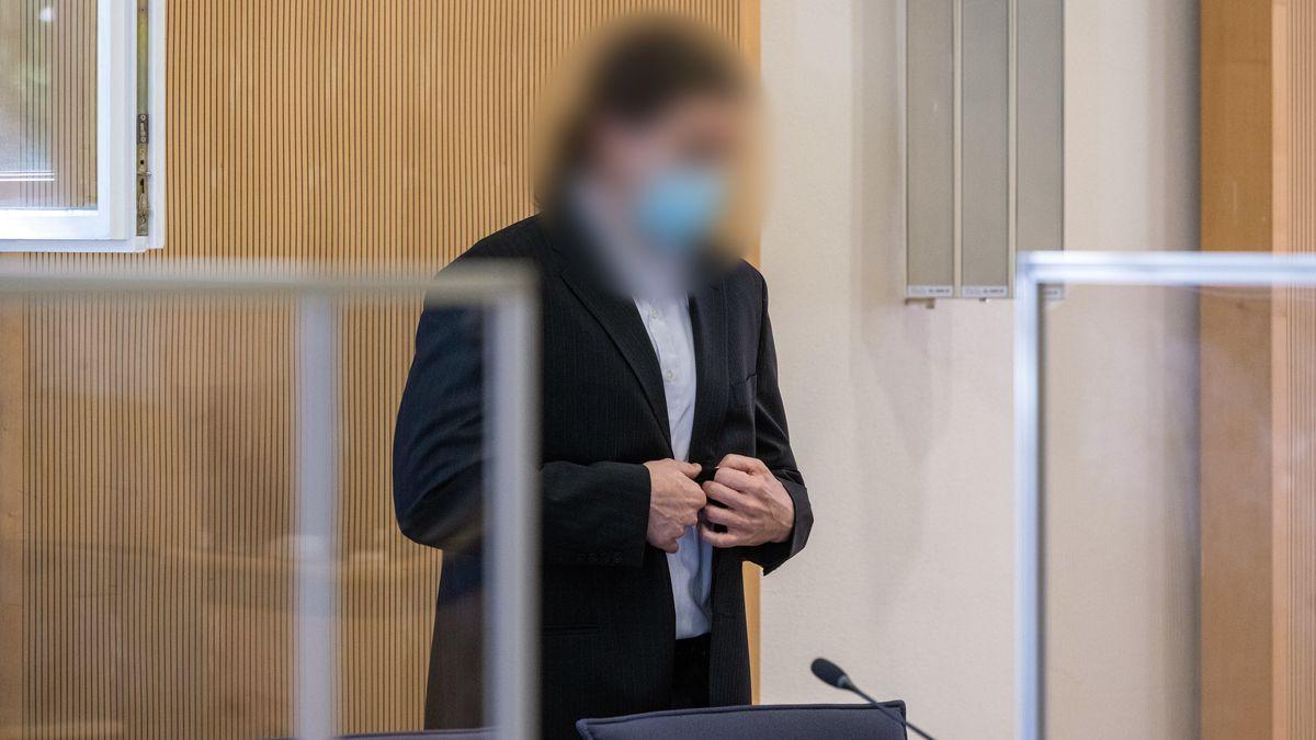 Der Angeklagte im Mordprozess um Maria Baumer im Landgericht Regensburg.