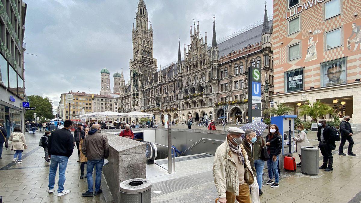 In Deutschland haben sich nach Angaben des Robert Koch-Instituts 7.334 Menschen innerhalb eines Tages mit dem Coronavirus angesteckt.