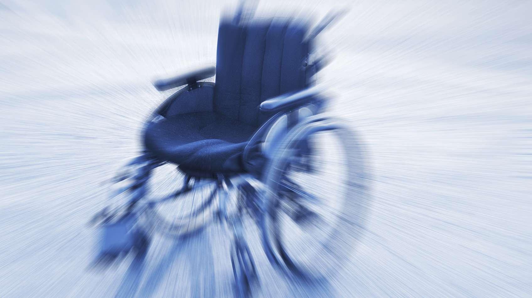 Rollstuhl auf einem Korridor