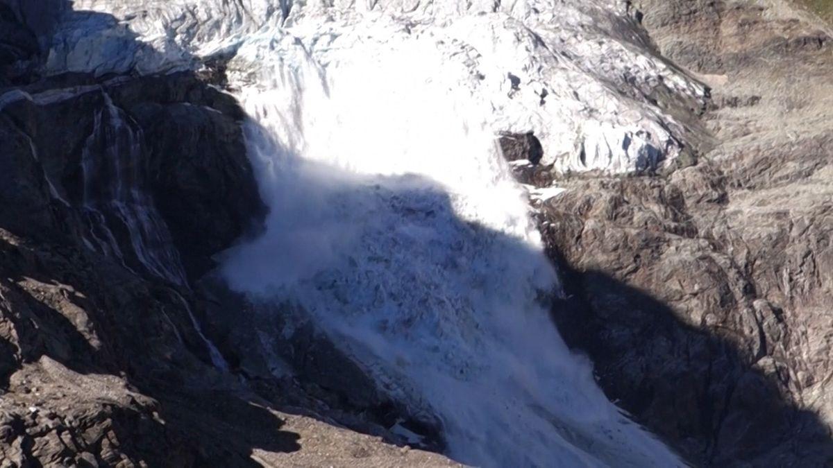Eisabbruch am Turtmanngletscher in der Schweiz