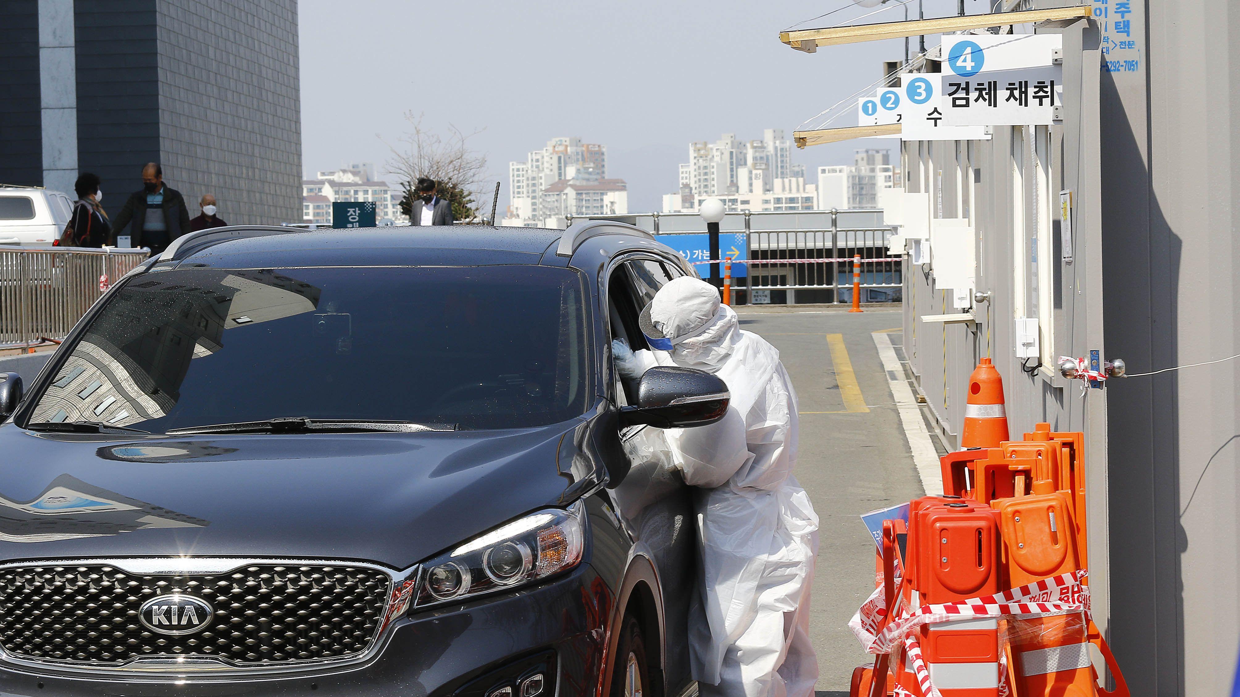 Ein Drive-Through-Schalter in der südkoreanischen Stadt Daegu, wo derzeit Massentests zur Erkennung des Coronavirus durchgeführt werden.