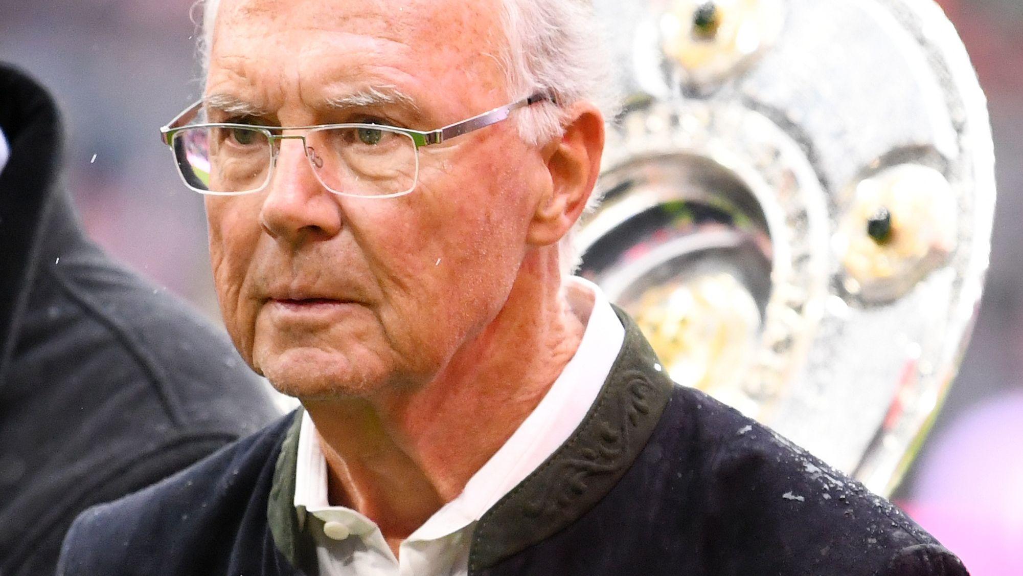 Franz Beckenbauer geht es angeblich gesundheitlich sehr schlecht, jede Aufregung soll lebensgefährlich sein.