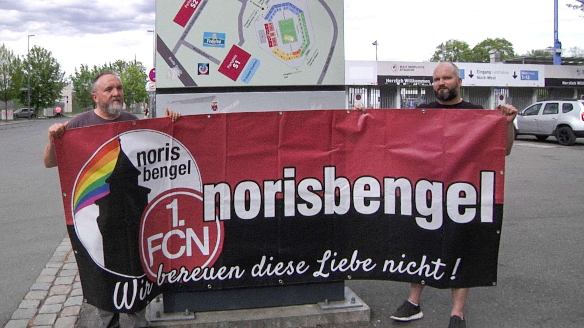 Die Fahne des FCN-Fanclubs Norisbengel