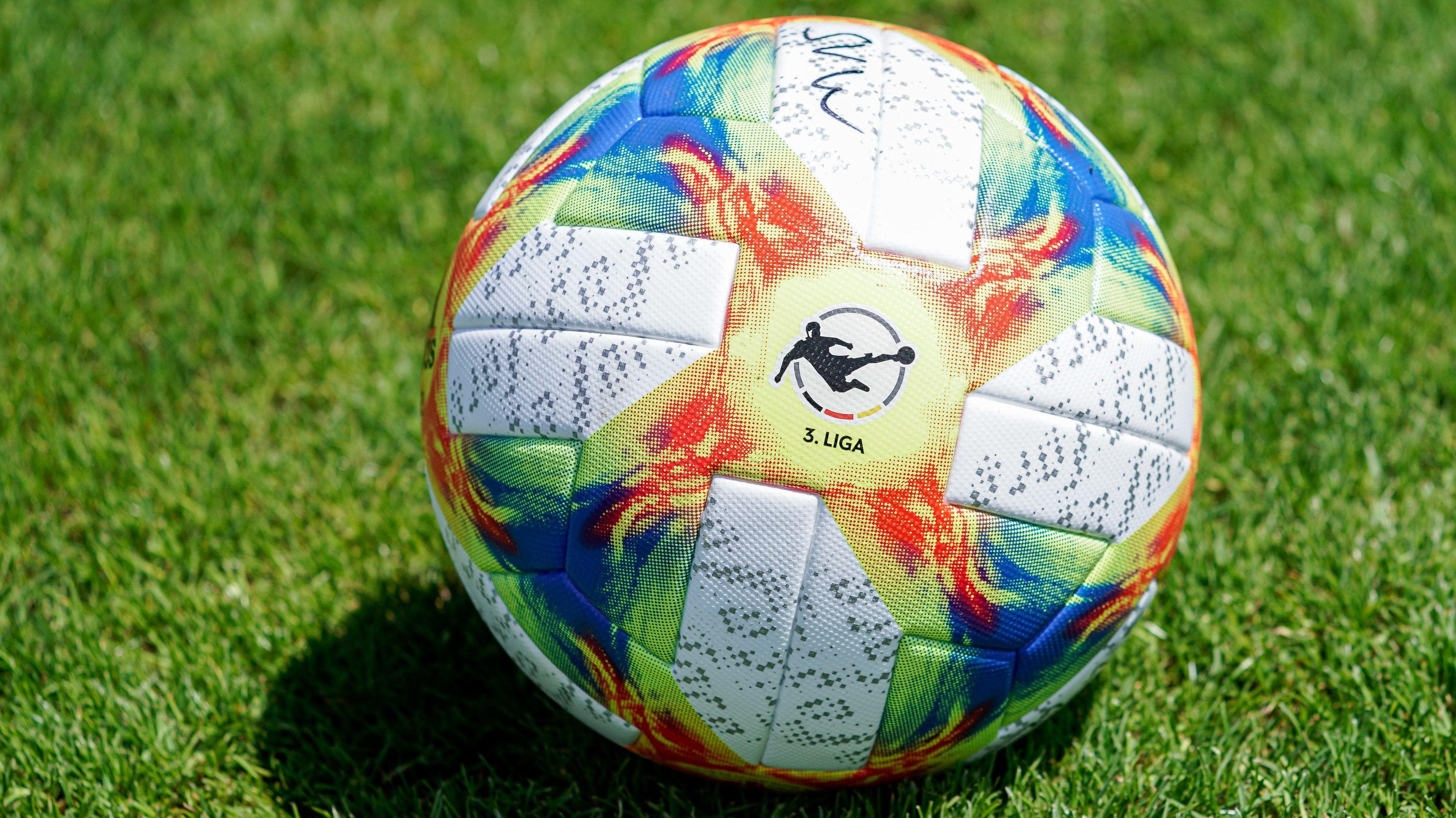 Der offizielle Spielball in der neuen Drittligasaison
