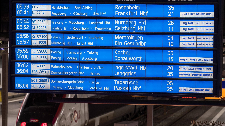 Am Münchner Hauptbahnhof fallen am morgen die meisten Züge aus