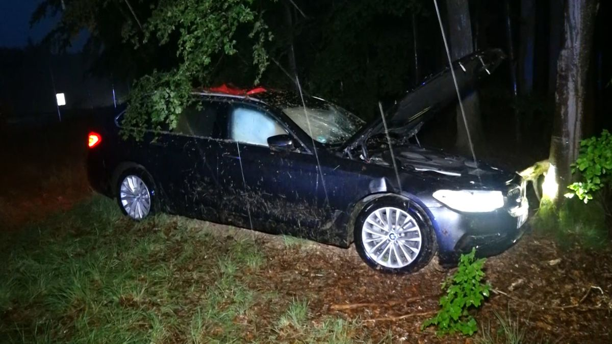 Unfall durch Starkregen auf A45