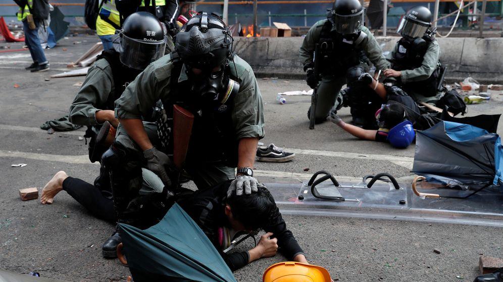 Straßenschlachten in Hongkong   Bild:Reuters News Picture Service - RNPS/Tyrone Siu