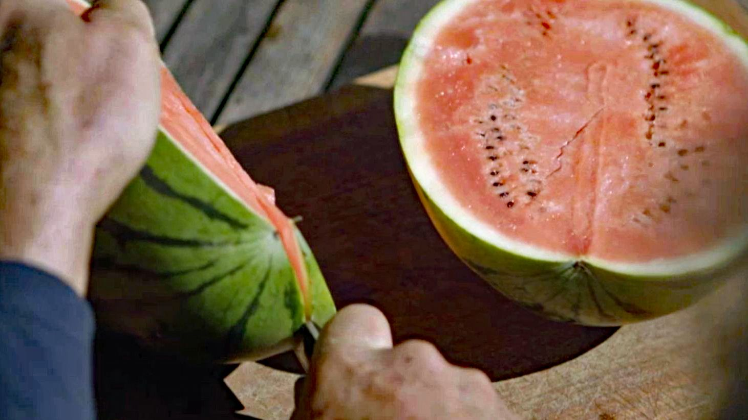 Aufschneiden einer Wassermelone
