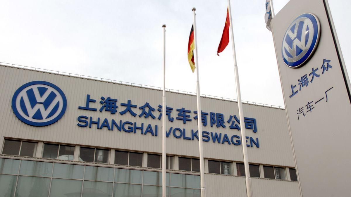 Symbolbild: Die Fassade des Volkswagenwerkes Shanghai in China.
