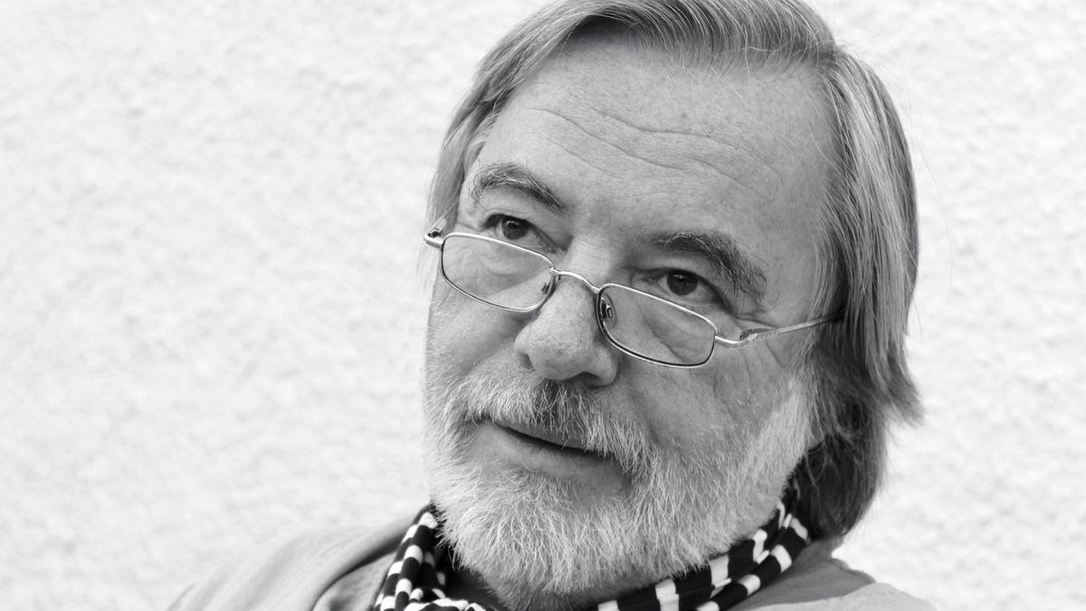 Schwarz-weiß Foto  des Übersetzers Frank Günther
