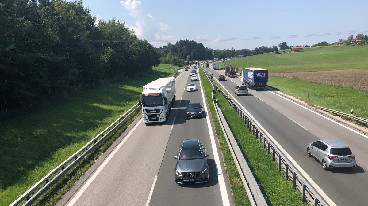 Im Chiemgau soll die A8 München-Salzburg sechsspurig ausgebaut werden. Dazu kommen noch zwei Standstreifen.