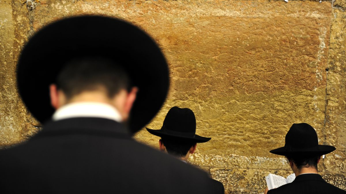 Betende Rabbiner an der Klagemauer in Jerusalem (Symbolbild).