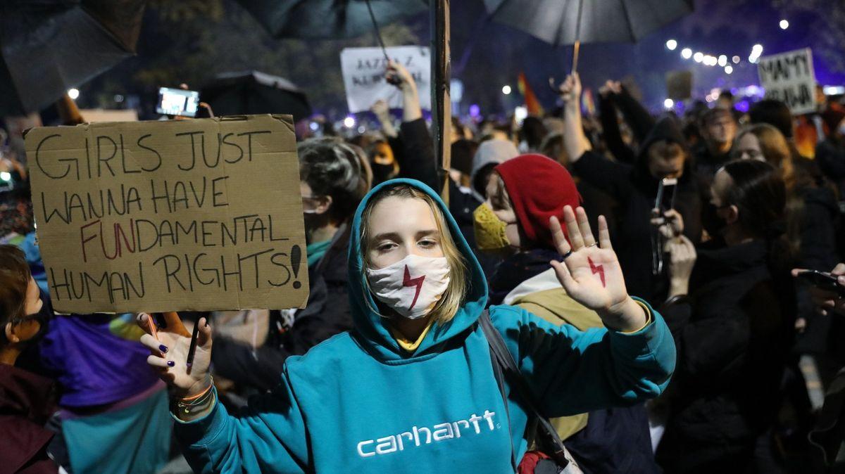 Frauen protestieren gegen das Urteil des Verfassungsgerichts zur Verschärfung des Abtreibungsrechts