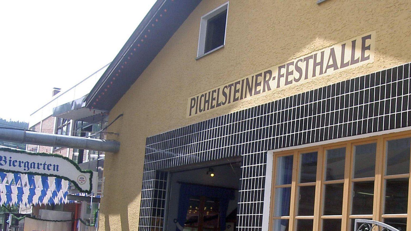 Die Pichelsteiner-Festhalle in Regen