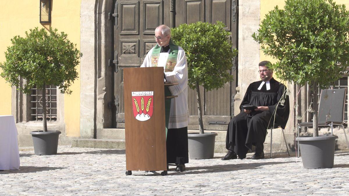 Katholischer und evangelischer Pfarrer Dinkelsbühl