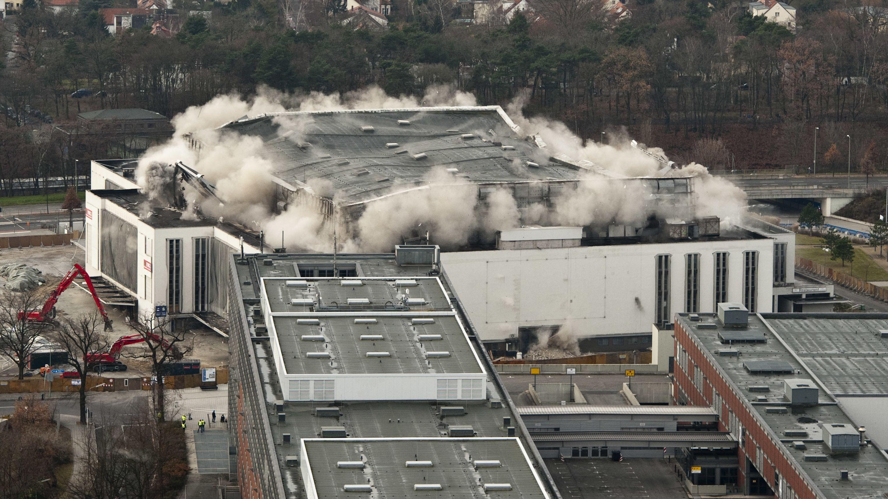 2011 muss die Deutschlandhalle, in der Nena 1989 auf dem größten gesamtdeutschen Popkonzert auftritt, Messehallen Platz machen.