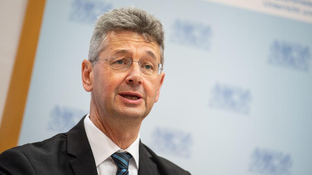 Der Bayerische Kultusminister Michael Piazolo beantwortet die Fragen der BR24-Nutzer.