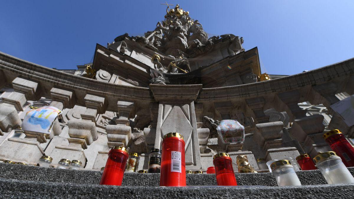 Grablichter vor der Wiener Pestsäule