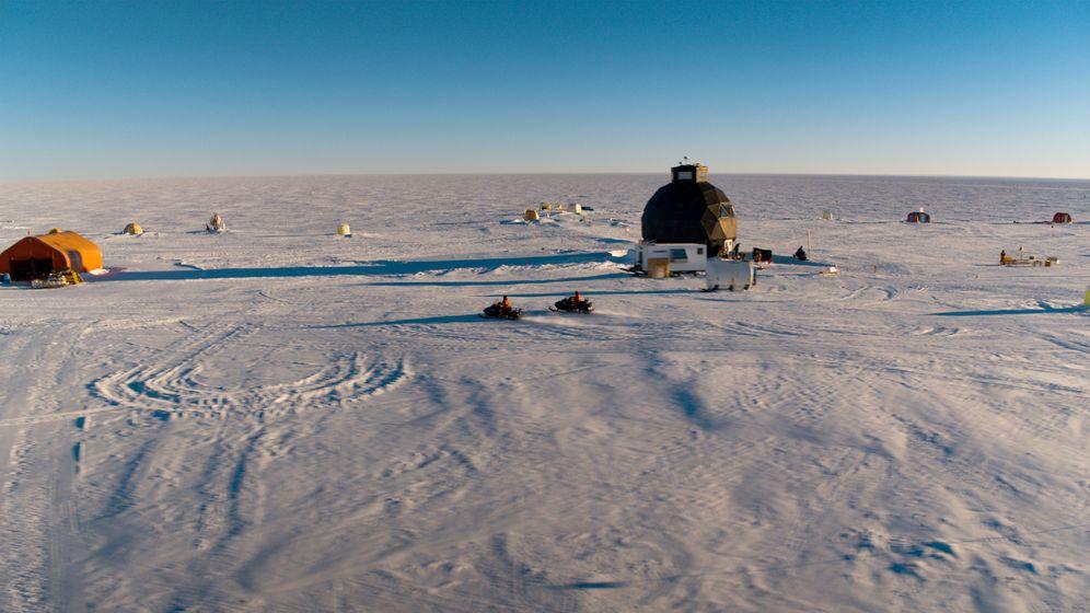 Das EastGrip Camp auf Grönland   Bild:BR / Johannes Obermaier
