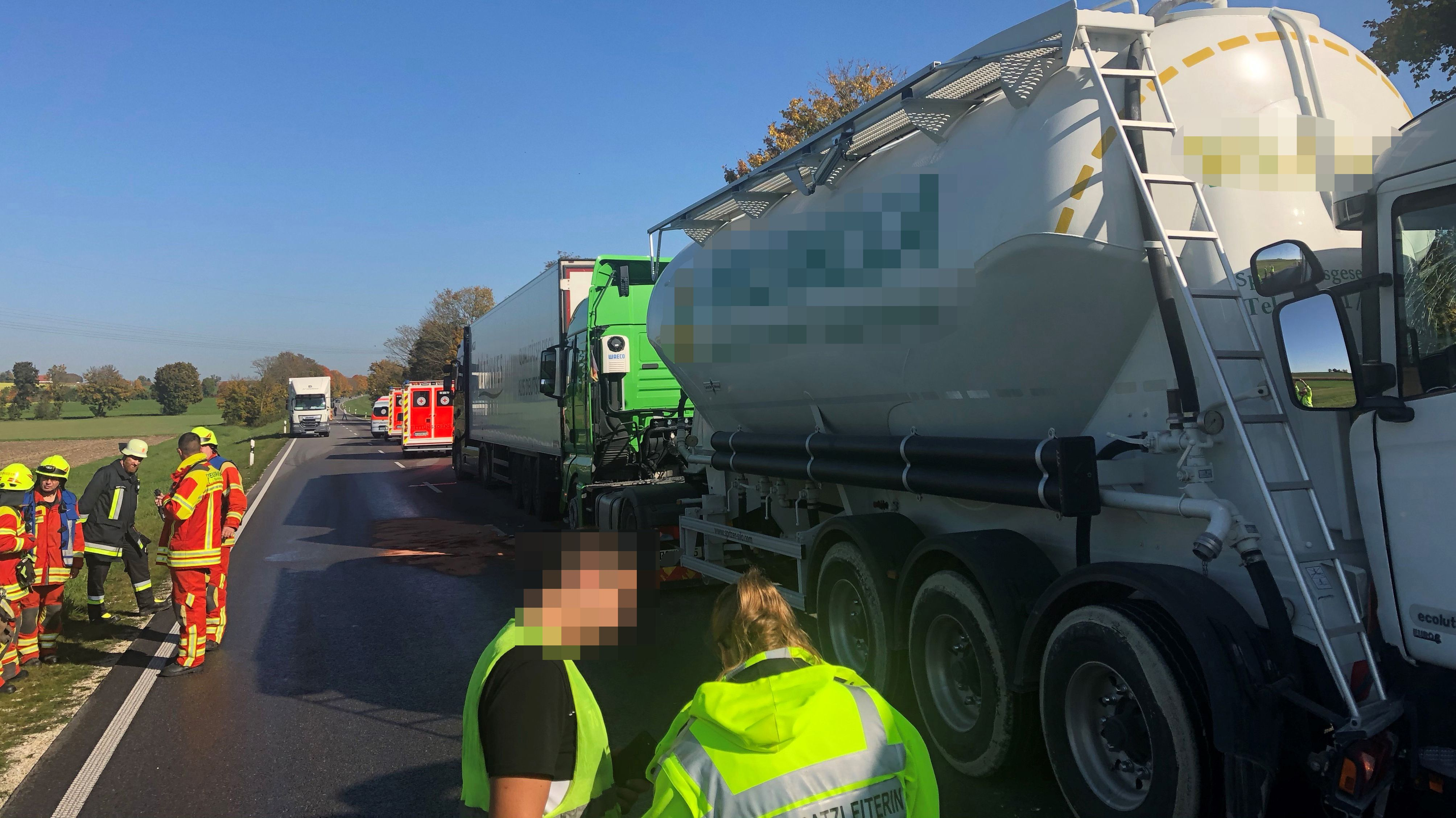 Unfall mit drei LKW auf der B16 im Landkreis Kelheim