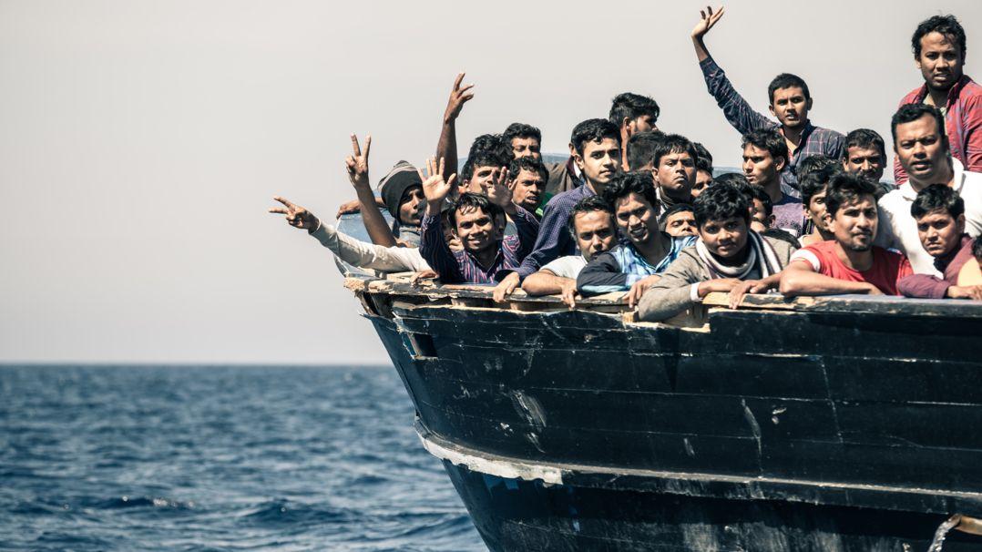 Flüchtlinge auf einem Schiff im Mittelmeer
