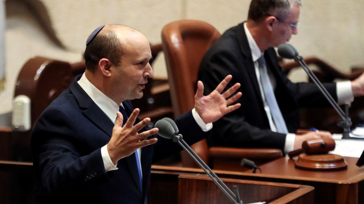 Naftali Bennett (l.) bei seiner Rede in der Knesset