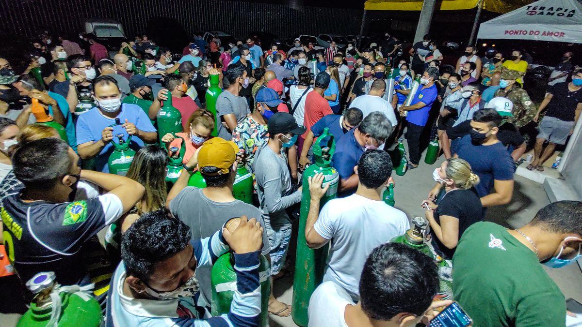 Überlebenswichtig - und weiterhin Mangelware: In Manaus stehen Menschen um medizinischen Sauerstoff an