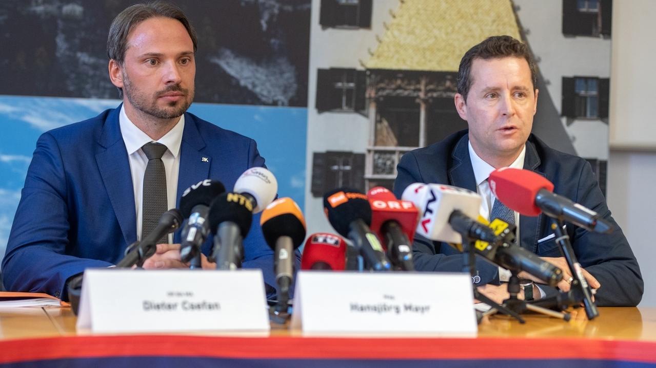 Dieter Csefan, leitender Ermittler Bundeskriminalamt Österreich (li.)
