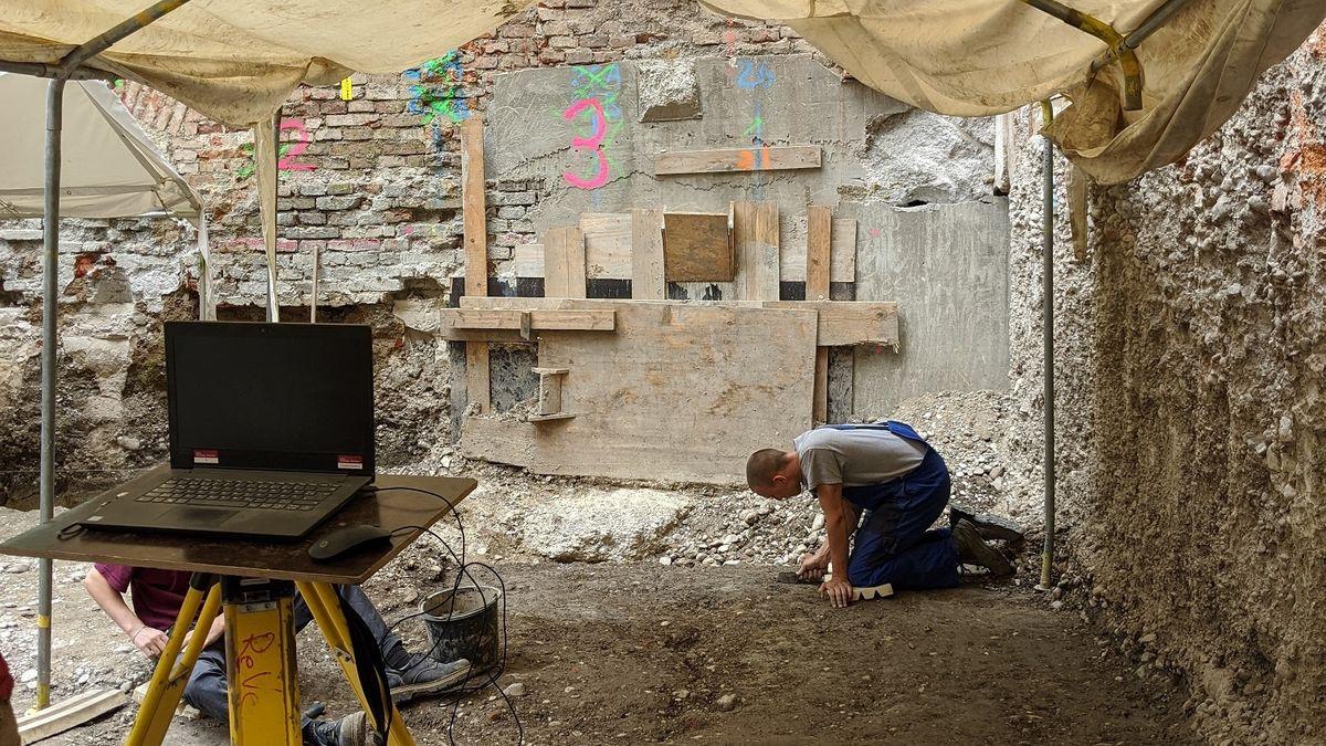 Das Grabungsgelände in der Hochbrückenstraße in München