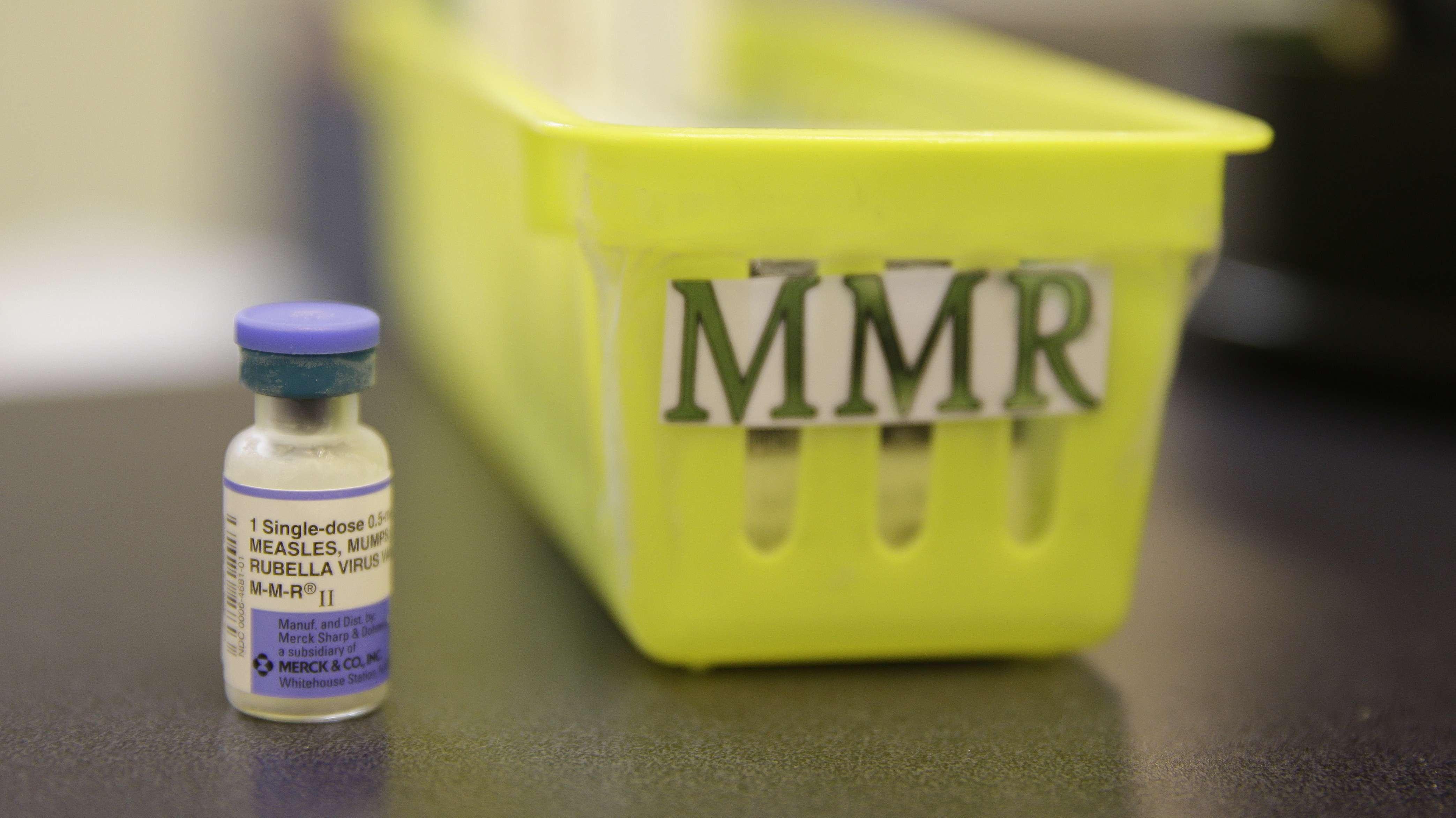 """Symbolbild: Impfstoff gegen Masern, Mumps und Röteln (""""Measles, Mumps and Rubella"""" in Kalifornien USA"""