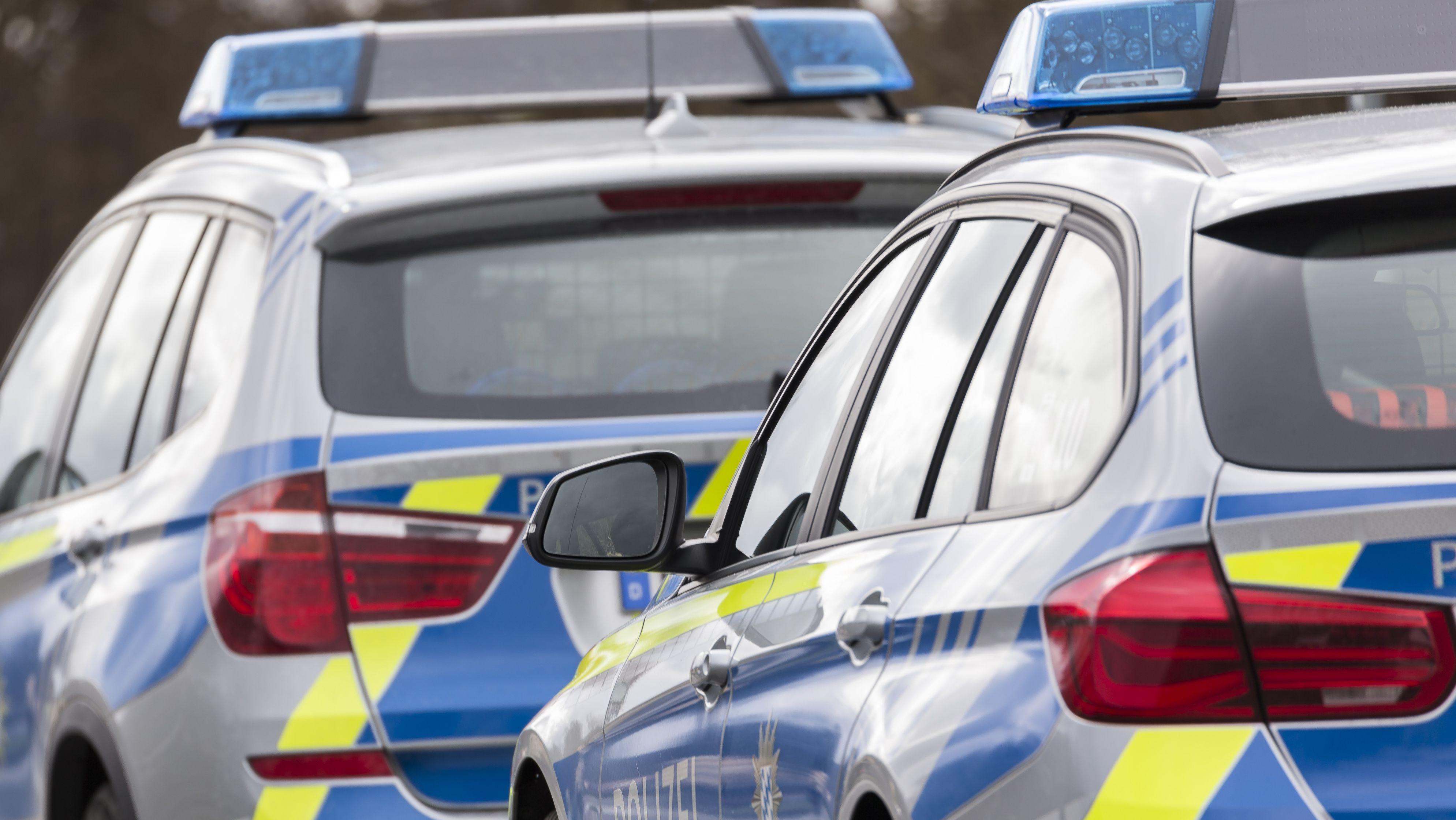 Die Passauer Polizei ging nach den ersten Schüssen zunächst von einer erhöhten Gefährdungslage aus.
