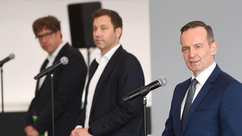 Volker Wissing (r), FDP-Generalsekretär, mit Lars Klingbeil (M), SPD-Generalsekretär, und Michael Kellner, Bundesgeschäftsführer der Grünen   Bild:pa / dpa