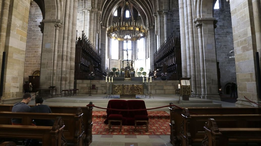 Blick in den Westchor des Bamberger Doms mit Altarraum. (Symbolbild)
