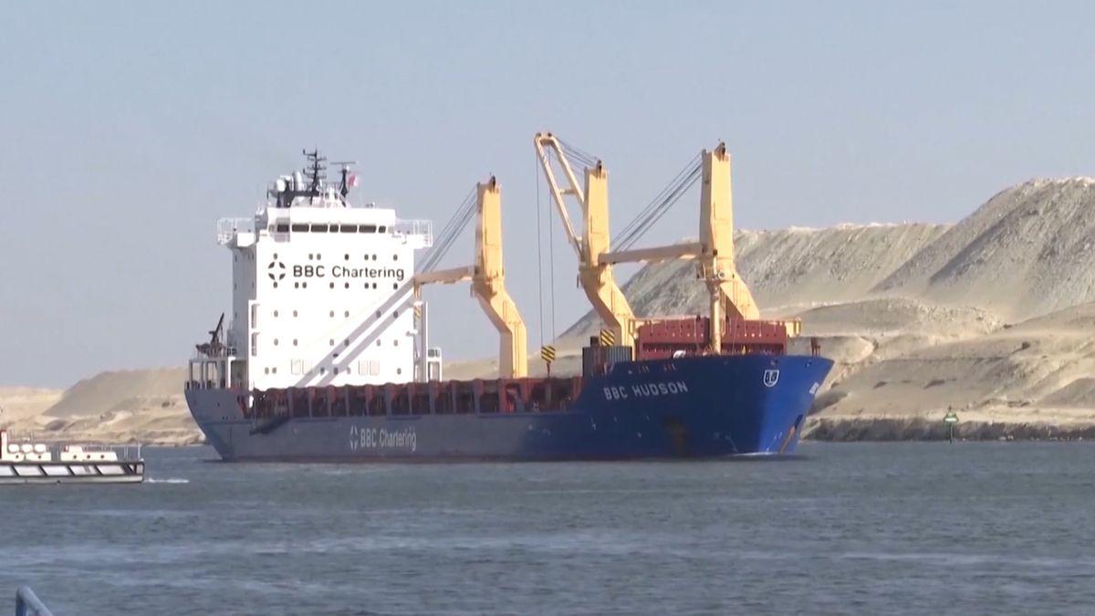 Schiff im Suezkanal