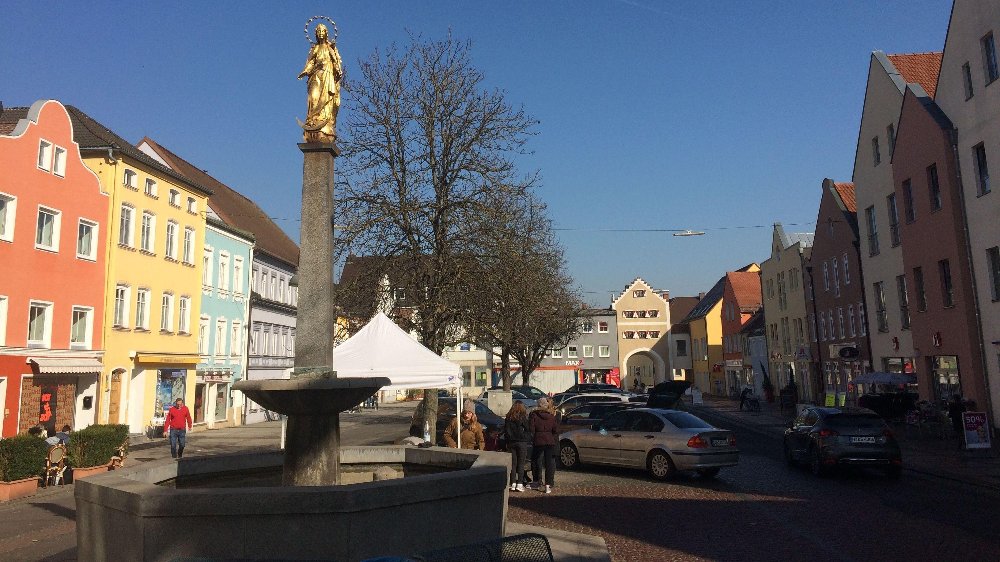 Der Marienplatz in Dingolfing.
