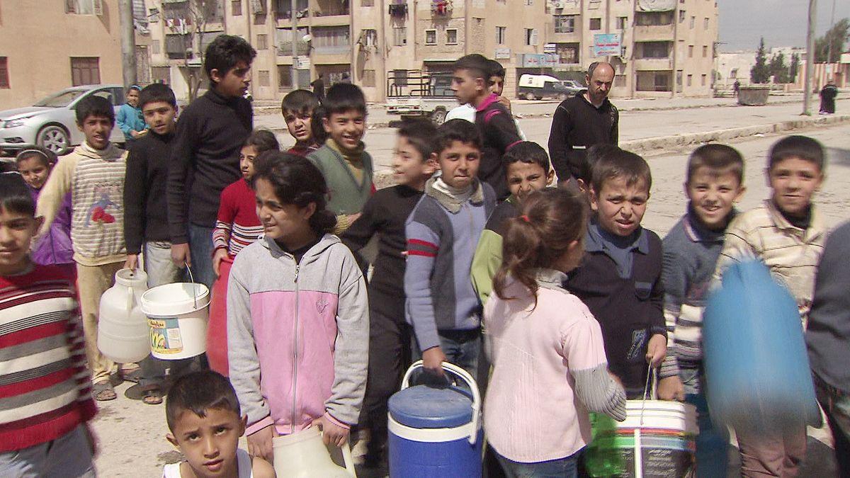 Alltag der Kinder in Syrien - Anstehen für Essen