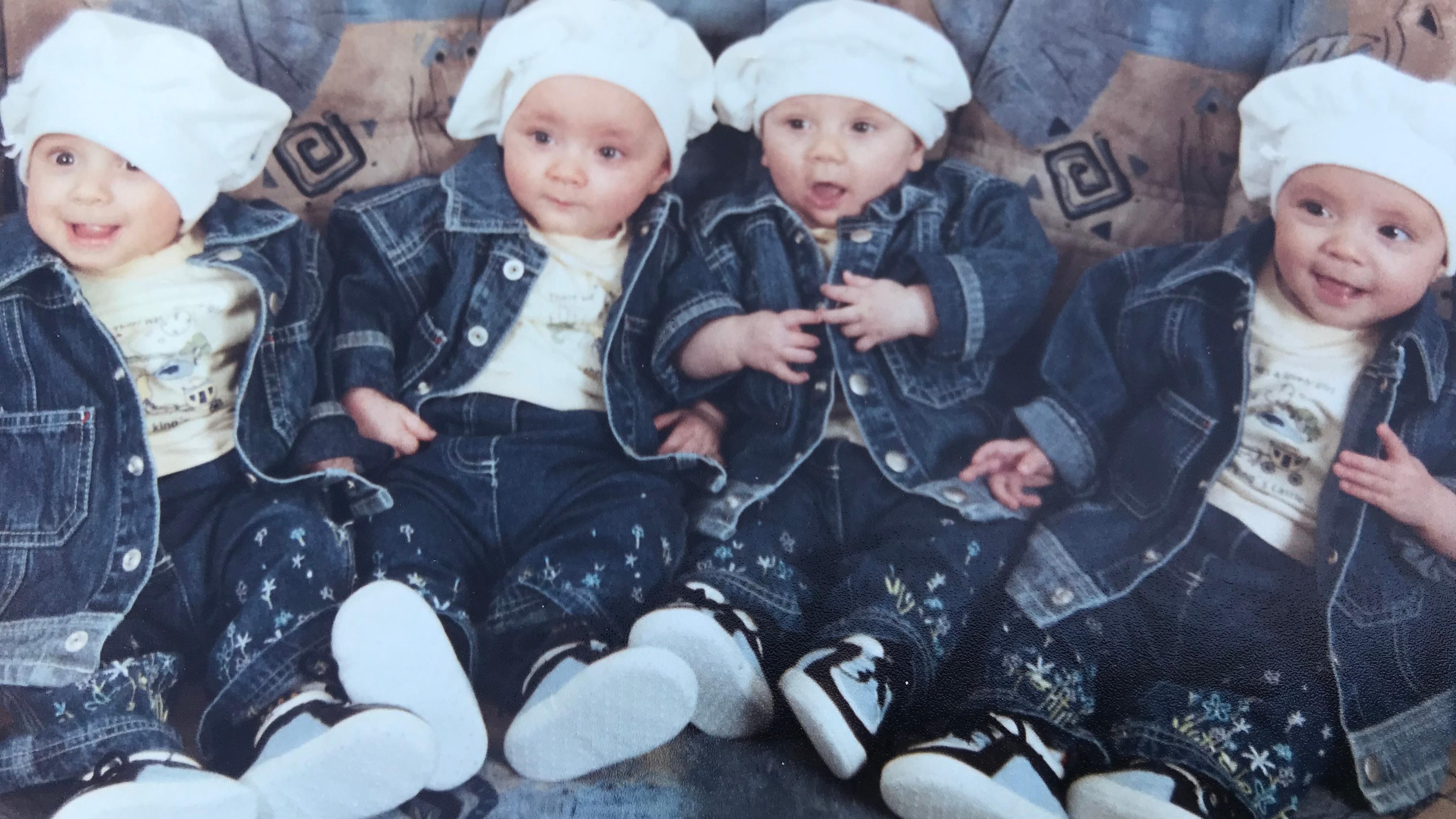 Kinderfoto der Vierlinge Ylleza, Kandita, Esmajle und Argjenta