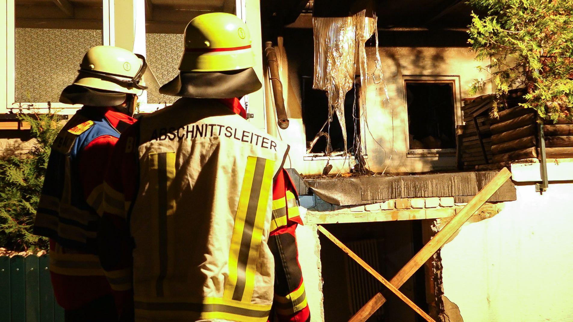 Die Feuerwehr konnte den Wohnungsbrand in Würzburg-Heidingsfeld schnell löschen, das Appartement ist aber unbewohnbar. Der Schaden beträgt 50.000 Euro. Der Bewohner erlitt eine Rauchgasvergiftung.